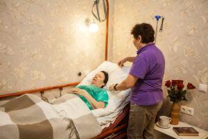 Чем отличается реабилитация после инсульта на дому и в клинике?