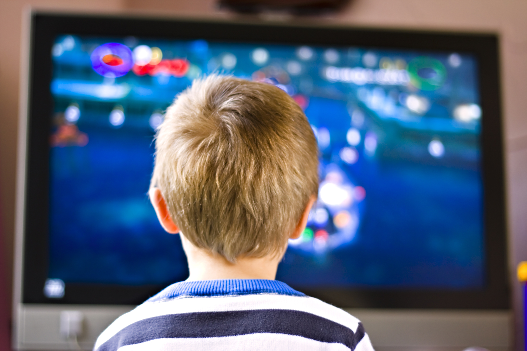 Телевизор и компьютер способны вызвать у ребенка гипертонию – ученые