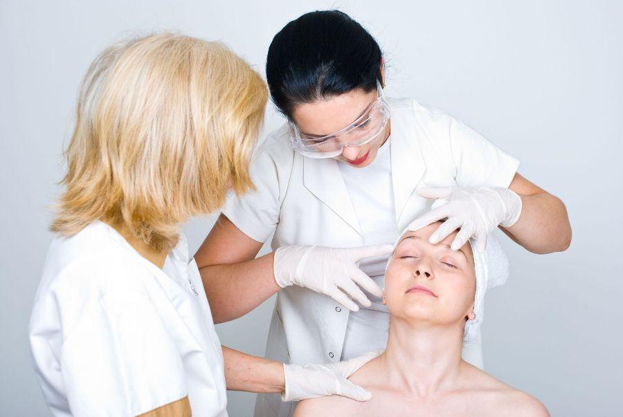Шесть секретов дерматологов по уходу за кожей